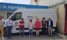 """Recanati, Rotary e """"La ragnatela"""" un binomio vincente: donato un mezzo di trasporto alla cooperativa"""