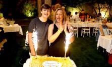 """Pollenza, """"I miei primi 50 anni"""": Deborah Pantana festeggia sotto le stelle del Parco Hotel (VIDEO e FOTO)"""