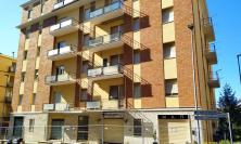 Macerata, lo stabile di via Barilatti sarà abbattuto: famiglie e negozianti costretti a lasciare il palazzo
