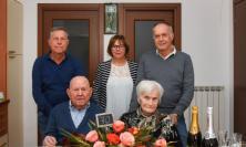 Tolentino, Guido e Maria festeggiano 70 anni di matrimonio: gli auguri del sindaco