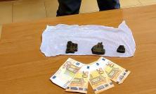 Civitanova, nascondeva 100 grammi di hashish tra i mobili di casa: denunciato