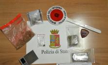 Beccato con la droga tenta di disfarsene gettandola dalla finestra: in arresto un 19enne