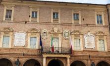 Giorno della Memoria: a San Severino bandiere a mezz'asta sulla facciata del Municipio