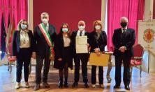 Recanati, Ferdani incontra il Sindaco: onorificenza di Cavaliere consegnata a Stefano Apis