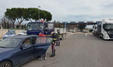 Civitanova, tenta la fuga dall'Italia dopo aver rubato un mezzo industriale: camionista in manette