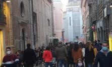 Risse e assembramenti, d'ora in poi anche i social nel mirino: vertice in Prefettura a Macerata