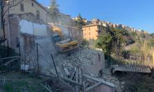 """Camerino, abbattuto palazzo inagibile a Borgo San Giuliano: """"messi in sicurezza 90% degli edifici"""""""