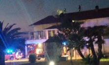 In fiamme la canna fumaria di un'abitazione a Sforzacosta: Vigili del Fuoco al lavoro
