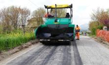 """Nuovo asfalto per la provinciale """"Serra di Appignano-Botontano"""": lavori per 100mila euro"""