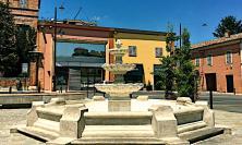 Giornata della Croce Rossa, a Tolentino si illumina la fontana di piazza Martiri di Montalto