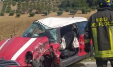 Macerata, schianto tra auto e camion: uomo estratto dalle lamiere e trasferito a Torrette (Foto)
