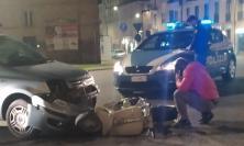Macerata, scontro tra vespa e auto alla rotonda dello Sferisterio: un ferito (FOTO)