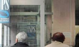 Macerata, 53enne aggredisce una guardia giurata e tenta di togliergli la pistola: arrestato