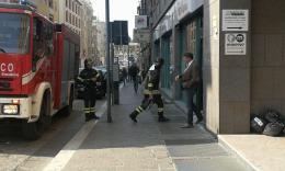 Macerata, attimi di paura all'Ubi Banca in Corso Cavour per un principio di incendio (FOTO)