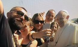 """Papa Francesco in visita alle SAE: """"Grazie per il vostro coraggio, sono vicino a ognuno di voi"""" (FOTO)"""