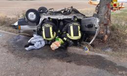 Urbisaglia, si ribalta con l'auto e si schianta contro un albero: muore ex appuntato dei carabinieri