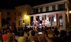 """In tanti """"Sotto le Stelle con Rossini"""": TeatrOpera Festival riempie Piazza San Marco a Camporotondo"""