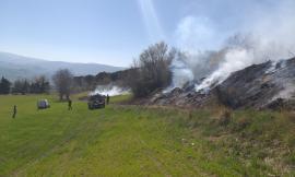 Apiro, vasto incendio: pompieri da Macerata e Ancona