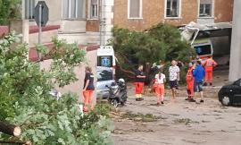 """Porto Recanati, la disperazione dei ragazzi della Croce Azzurra: """"Un disastro"""" (FOTO)"""