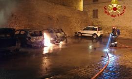 Treia, quattro auto avvolte dalle fiamme nella notte
