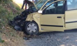 Recanati, perde il controllo dell'auto e finisce contro un albero: ragazza a Torrette (FOTO)