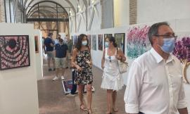 """Sarnano, taglio del nastro per la mostra """"Istiniti"""" dell'artista Riccardo Riccucci"""