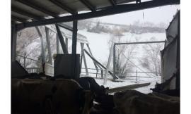 Pazzesco a Bolognola: una stalla appena montata rischia il crollo per le scosse di venerdì mattina