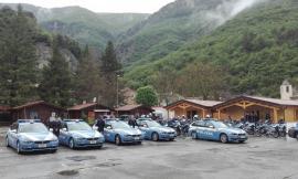 Monte Cavallo, la Polizia stradale saluta il sindaco Cecoli prima di partire per il Giro d'Italia