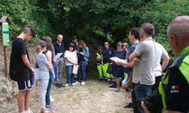 Monte San Martino, nuova segnaletica per il sentiero del lavatoio a cura degli alunni della scuola media