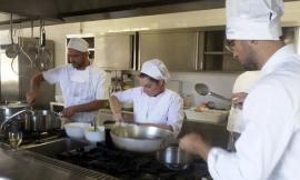 """Confartigianato consegna gli attestati agli allievi del corso """"Aiuto Cuoco"""""""