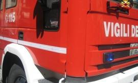 Cessapalombo, a fuoco un trattore: intervengono i vigili del fuoco