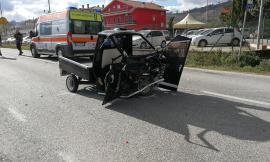 San Ginesio, frontale fra un'auto e un'Apecar: due feriti, allertata l'eliambulanza - VIDEO