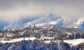 Colmurano imbiancata dalla neve: le suggestive foto di Mario Lambertucci