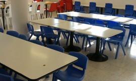 Sedie nuove per la mensa scolastica dei bambini di Gagliole: la solidarietà non si ferma