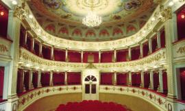 """Pollenza: debutto al Teatro Verdi per """"Co na botta sola... venti anni dopo"""""""