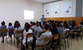 """Tolentino, al Don Bosco un ingegnere elettronico ha spiegato ai ragazzi come """"Navig@re Consapevolmente"""""""