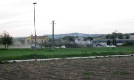 """Montecosaro, bruciano rami e foglie: vicini """"affumicati"""" sul piede di guerra"""