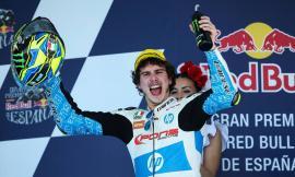Moto2, Lorenzo Baldassari trionfa a Jerez: vittoria con dedica alla nonna