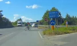 """Ciclista in superstrada, il Ds del Montegranaro: """"Un nostro tesserato. Ha sbagliato strada"""""""