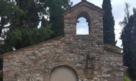 Sciacalli nella chiesa terremotata: rubata una campana, aperto l'ossario