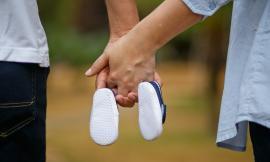 La chiusura di un intero reparto non basta, nullo il licenziamento della lavoratrice madre. Quali tutele a sostegno della genitorialità?