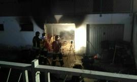 Sarnano, paura per un garage in fiamme - FOTO