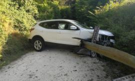 Finisce fuori strada a Rambona di Pollenza con la sua Nissan: fortunatamente solo tanta paura