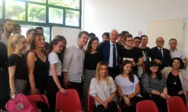 """Il ministro Bussetti a Macerata e a Tolentino: """"Lo Stato vicino alla scuola che vuole ripartire"""" - VIDEO"""