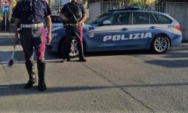 Non si ferma all'alt della Polizia: era senza patente e assicurazione