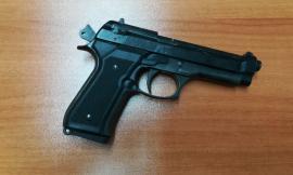 Gira con una pistola nascosta sotto la camicia: denunciato 54enne a Civitanova