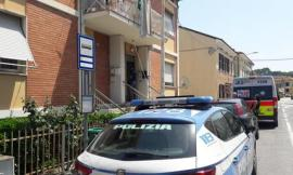 Donna di 52 anni uccisa a coltellate nel suo appartamento