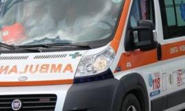 Villa Potenza, sbanda e finisce contro un albero: 29enne in ospedale