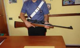 Minaccia con un fucile un connazionale: denunciato un 35enne romeno