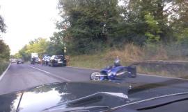 Moto contro auto: il centauro finisce all'ospedale